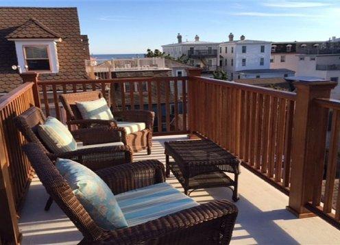 Ocean View Roof Deck 12 Block to Beach on Historic Jackson Street