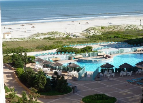 BEACH FRONT RESORT - 2 BED1.5 BATH OCEAN & BAY VIEW CONDO