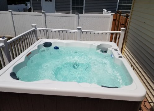Hot Tub Heaven , DOG FRIENDLY, Fenced Yard